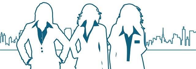tři ženy, město, siluety