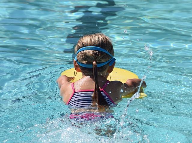 proužkaté plavky