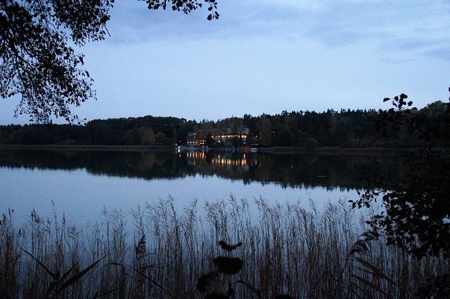 soumrak u Máchova jezera